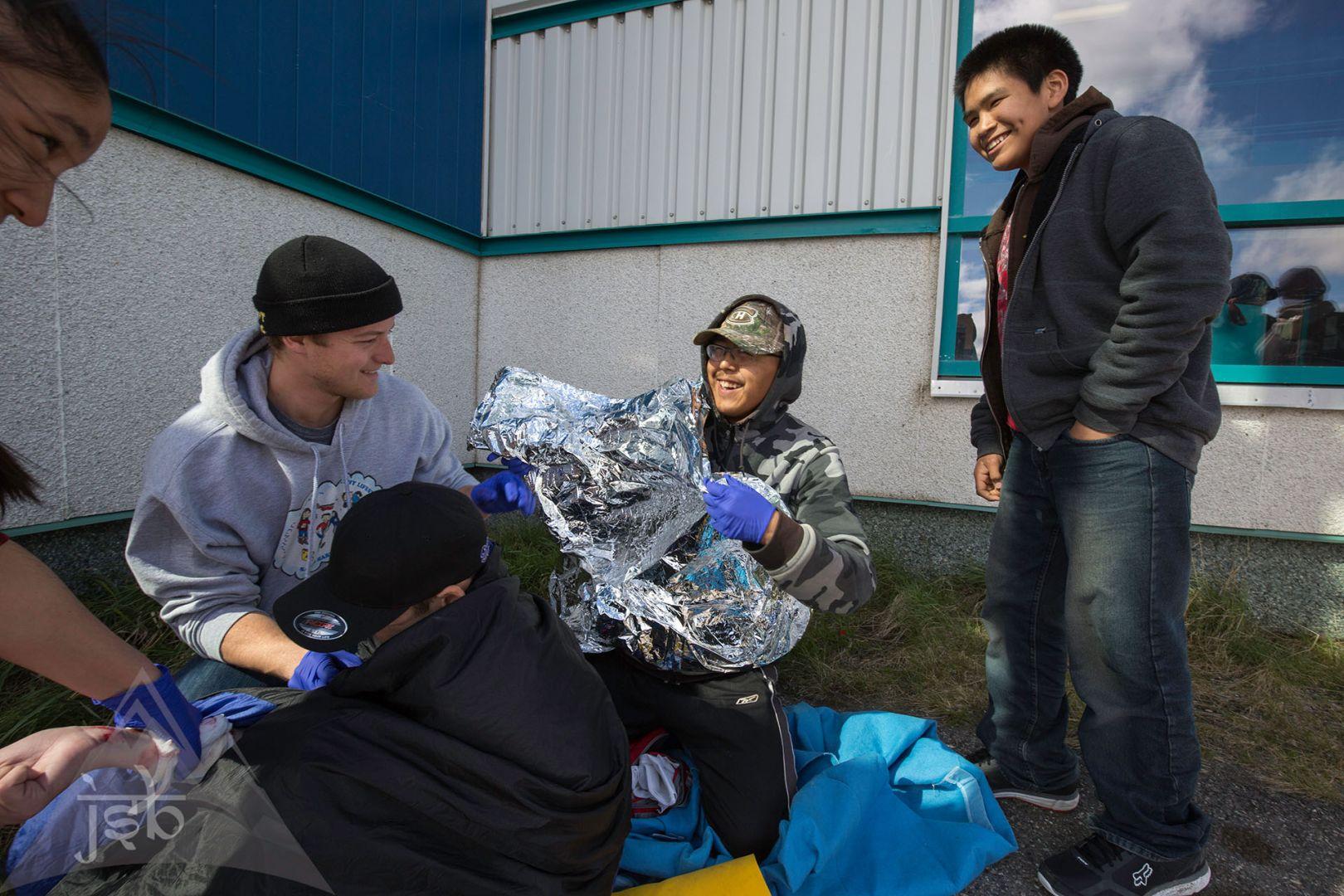 1ers soins à Kuujjuaq pour des jeunes Inuits